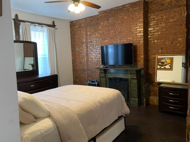 Bedroom: Bedroom includes Queen size bed, large Smart TV (Netflix and internet), modest fitness section, dresser and night stand.    -Bedroom closet is locked and reserved for host.