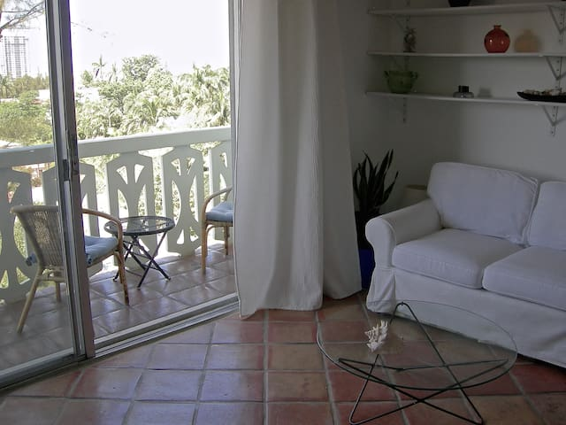 1 Bdr, Balcony, South Beach, 1 block Lincoln Rd