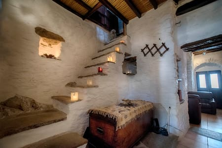 TRADITIONAL HOUSE IN ANO SYROS