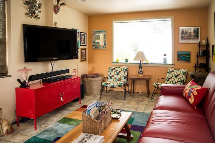 Retro Greenlake 2-Story 1 Bedroom Apartment