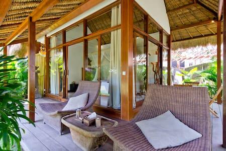 Luxury hut with secret beach access