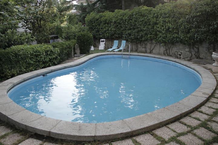 Impecable con su baño+jardín en villa  Escorial.