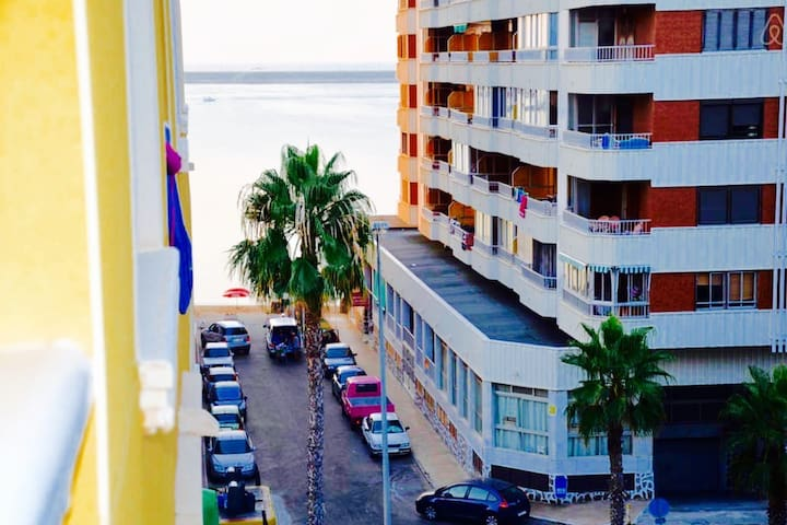 Sunny Flat with a Beach View - Torrevieja - Condominium