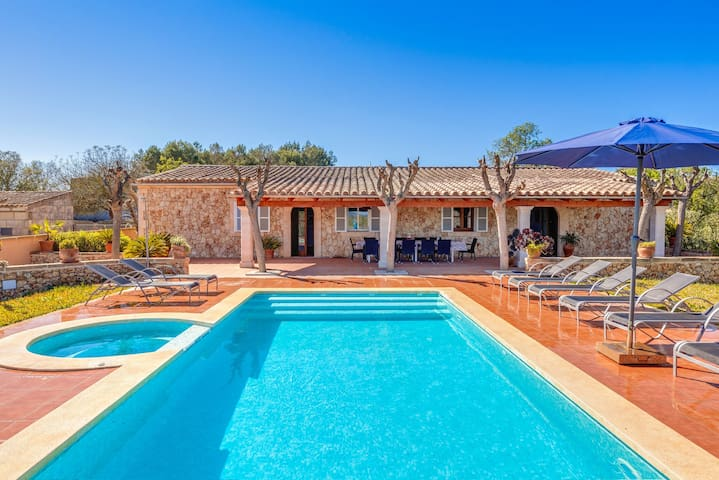Rustic Country House with Pool, Jacuzzi, Terraces, Wi-Fi and Beautiful Garden