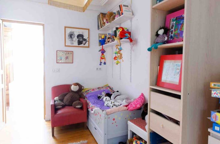 This is our kid room, with a bed for a kid up to 6 years old. All toys can be used.