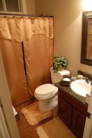 4 Bedroom Bath