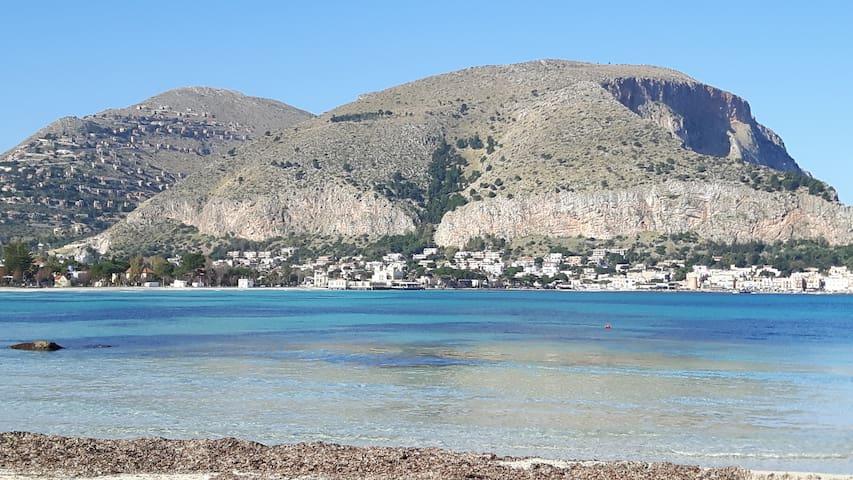 APPARTAMENTO A DUE PASSI DAL MARE - Palermo - Huoneisto