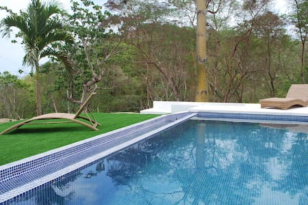 Villa Lombok with infinity pool