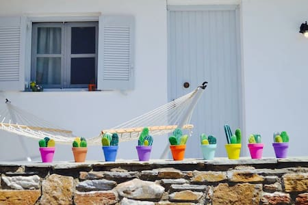 Colorful, artistic apartment in the port of Gavrio