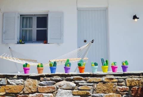 Colorful, artistic apartment in the port of Gavrio