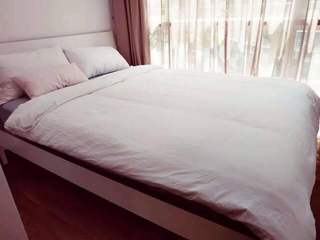 Private Bedroom in a Condo close to MRT
