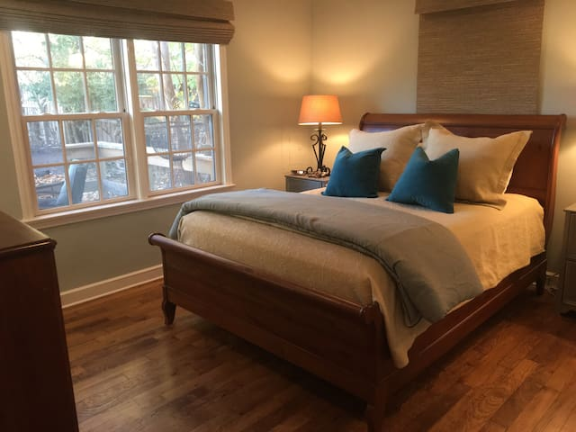 Cozy Cottage Centrally Located - Memphis - Hus