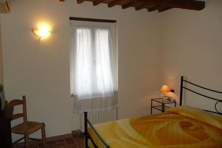 ASSISI, NEAR THE WONDERFULL TOWN - Bastia Umbra - Apartment