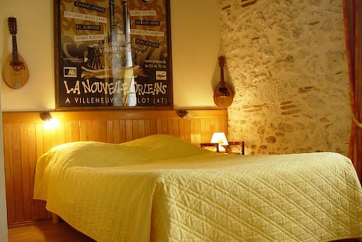 B&B Les Huguets Chambre Musique in the air. - Villeneuve Sur Lot - Bed & Breakfast