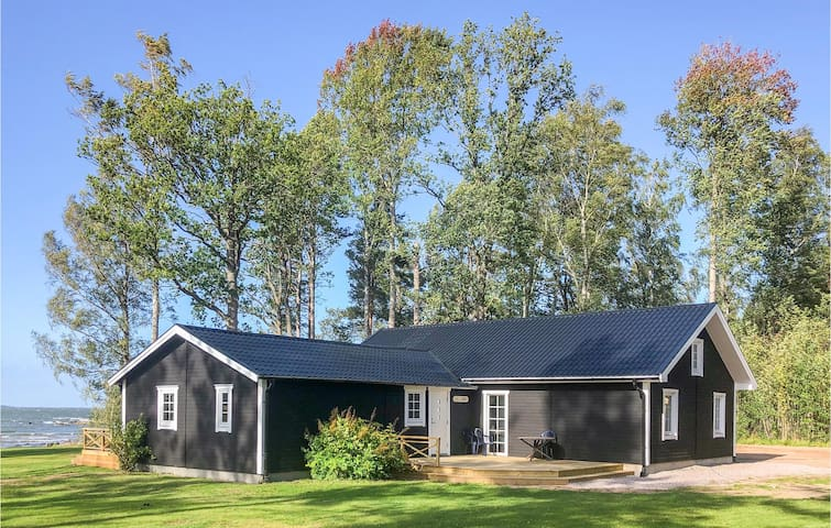 Holiday cottage with 4 bedrooms on 140m² in Sjötorp