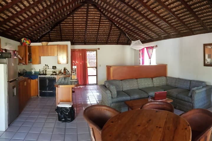 Large Bungalow/ WIFI / 90 sec walk to the beach