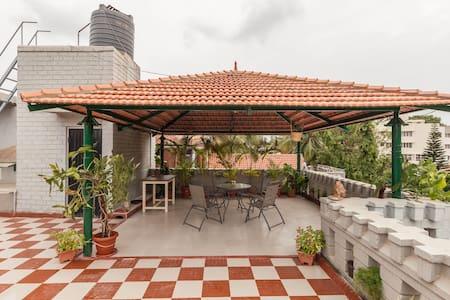 Bright, vibrant room, huge terrace - Bangalore