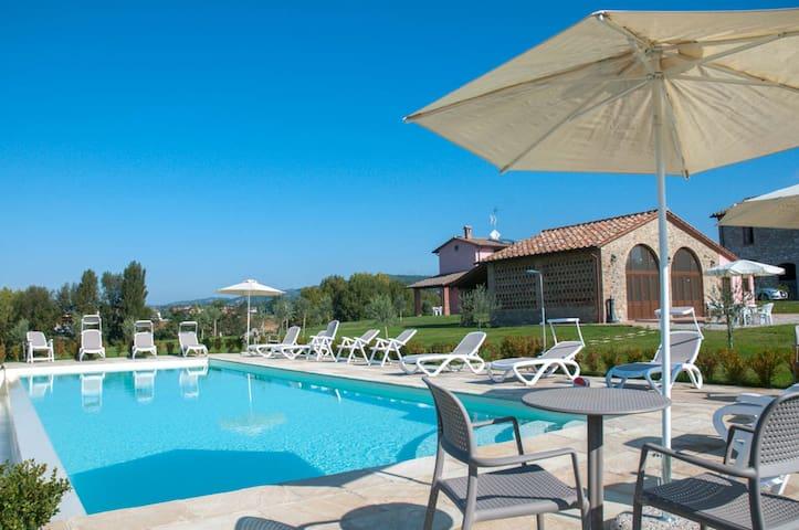 La Collina del Sole & Private Pool for 11 Guests