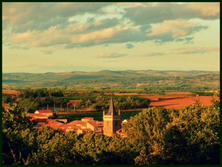 Le village; vue panoramique de la  chambre.