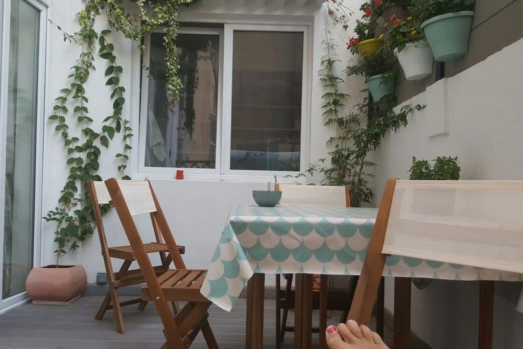 Calme et terrasse en c ur de ville appartements louer for Terrasse en ville location marseille