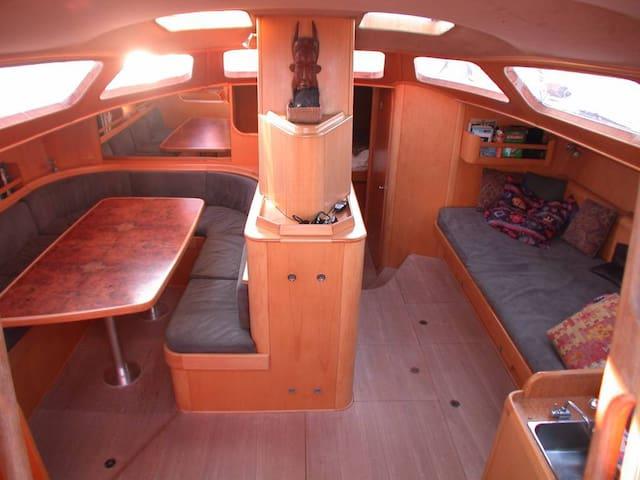 Araok voilier de 20m cabine babord barche in affitto a for Branson condomini e cabine in affitto