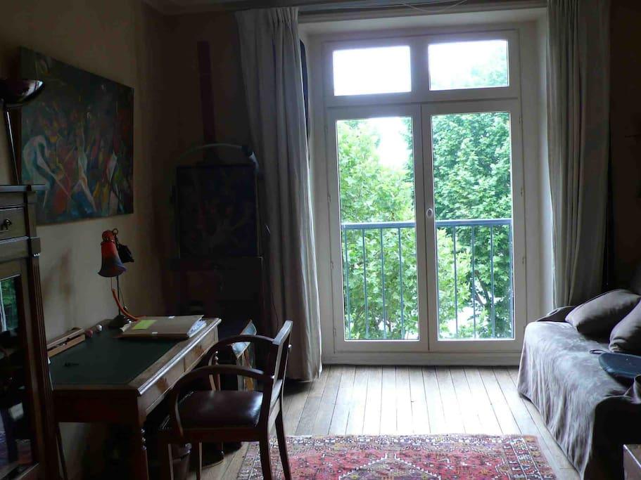 4 ème étage : Chambre de 15 m2 avec un canapé lit de 120 cm neuf vue Seine