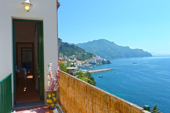 Villa Rosinella con vista su Amalfi