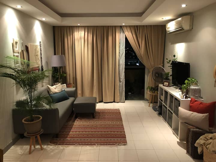 Peaceful Living space 5 mins from MRT - single bed