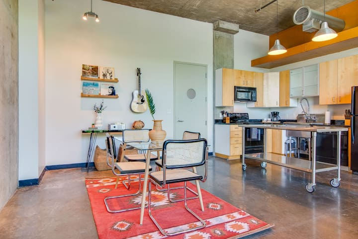 Studio Loft ❤ of the Gulch!