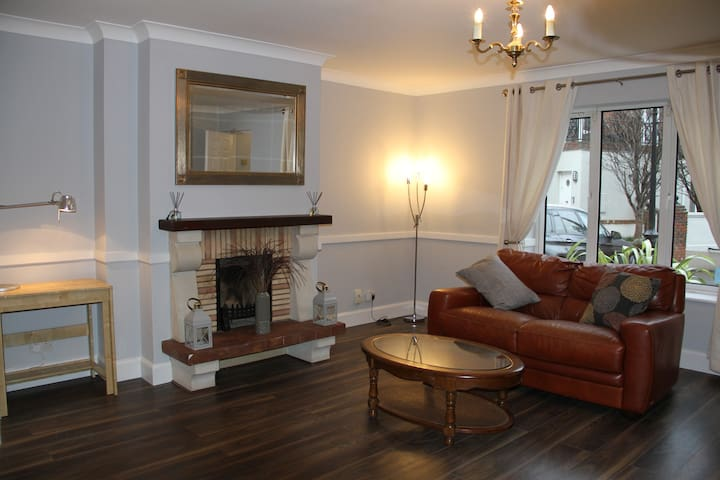 Beautiful 2 Bed Apartment Close to City Centre - Dublin - Apartamento