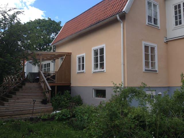 Charmig villa nära city - Nacka - Villa