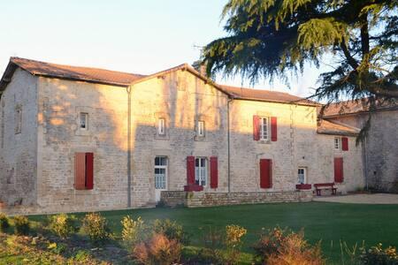 Ch.Hôtes La Groie l'Abbé: Nantelles - Celles-sur-Belle - Bed & Breakfast