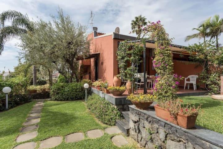 Villa Oblò with Garden and pool  - Giardini Naxo