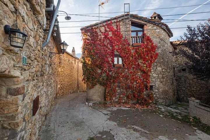 Cal Peraire, casa de poble tranquil.la