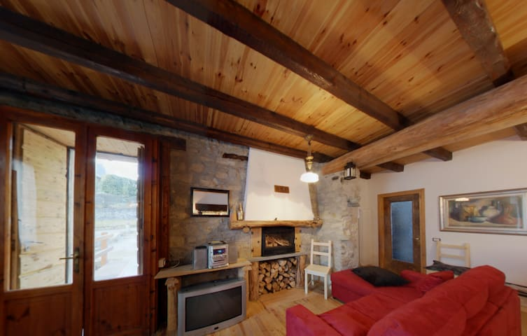 Amazing Chalet in the village - Pellio Intelvi - Inap sarapan