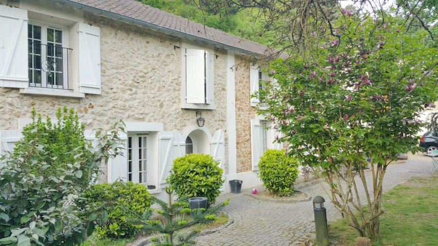 Two nice rooms in a old cosy house - Élancourt - Casa
