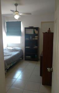 Agradable habitación con baño propio, Porta Real