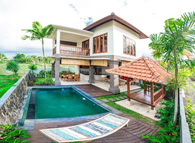 """75% OFF"" 2 BR Villa Julia with Padi field view"