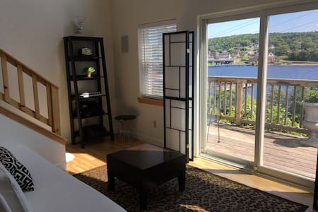 Unit #2 Clean, cozy 1BR overlooking Portage Canal.