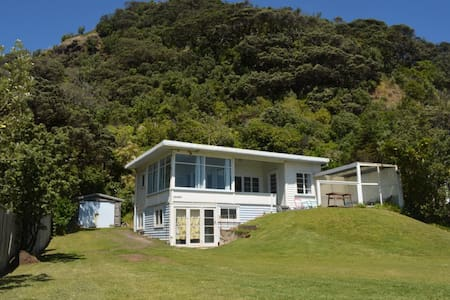 """The Dunes""  50's Beach Front Bach. - Piha"