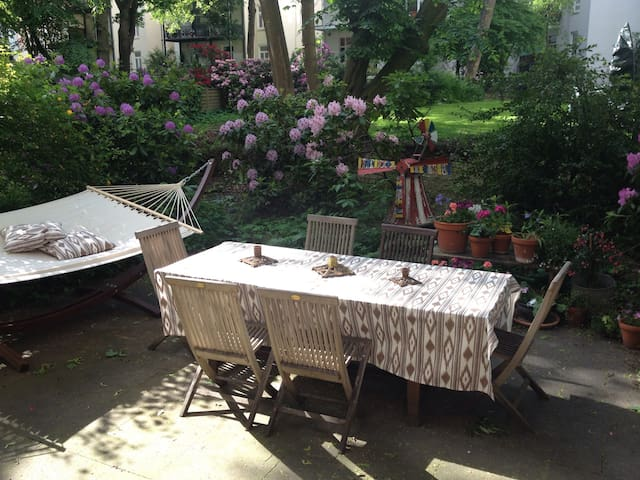 2 Zimmer / 32 qm / Terrasse / Eppendorf - Hamburgo - Bed & Breakfast