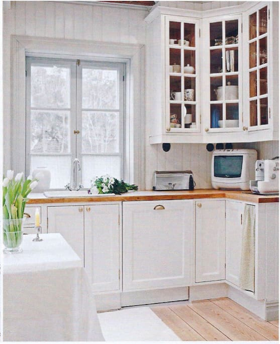 Fully equipped traditional kitchen.