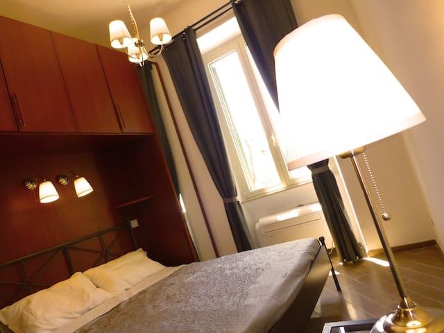 Nero mini Suite (ENSUITE ROOM AT COLOSSEUM)