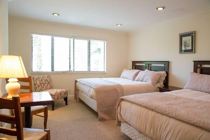 Spacious Clean Room Queen & Cal King Close to SFO