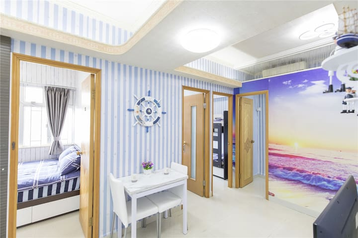 Queen beds, 4Rms beside MTR, warm family prefect