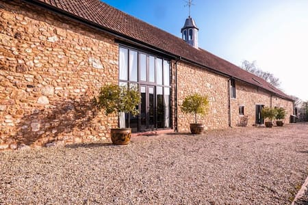 STYLISH SOMERSET BARN SLPs  2-16 - West Buckland