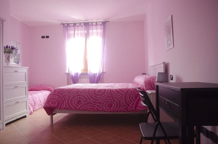 CAMERA TRIPLA IN B&B CON POSTO AUTO - Valmontone - Bed & Breakfast