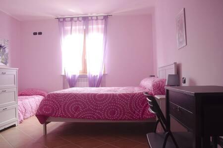 ACCOGLIENTE B&B CON POSTO AUTO - Valmontone - Bed & Breakfast