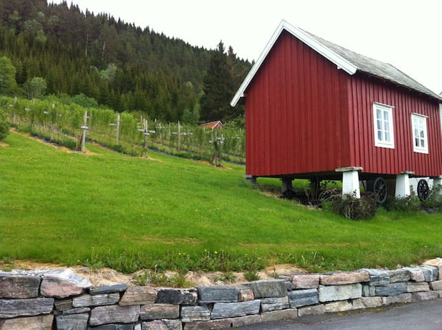 Charming rural storehouse - Skåla - Zomerhuis/Cottage