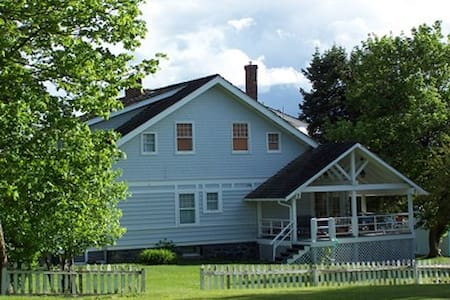 Laird House B&B--East Bedroom - Potlatch - Bed & Breakfast